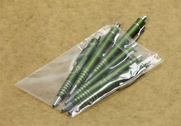 Flachbeutel befüllt mit Kugelschreibern