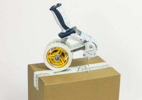 Lohrmann Packband am Karton mit Abroller