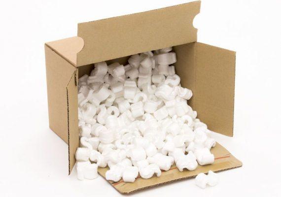Verpackungschips im Karton